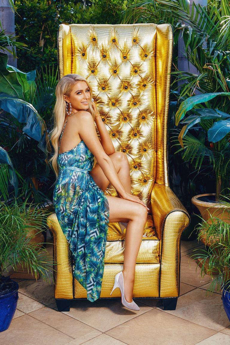 c8e153527 Paris Hilton lança coleção inspirada em seu estilo dos anos 2000 ...