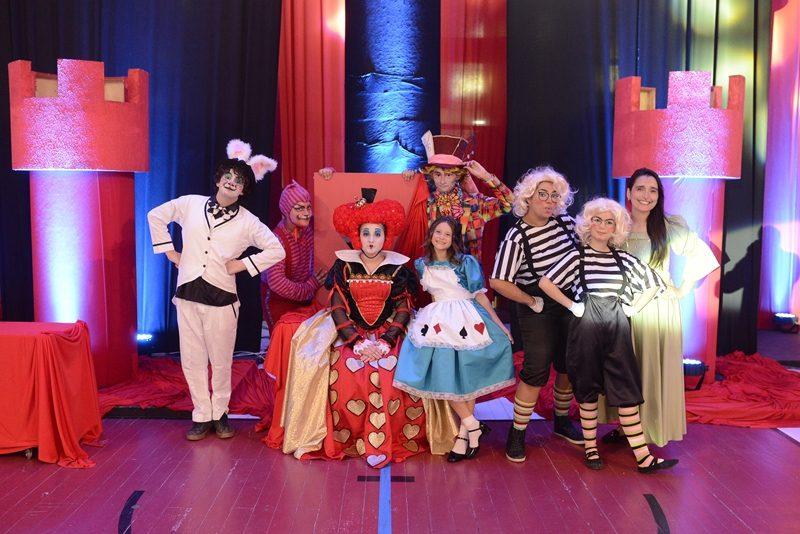 """""""Alice no País das Maravilhas"""" abre as férias no Theatro Via Sul"""