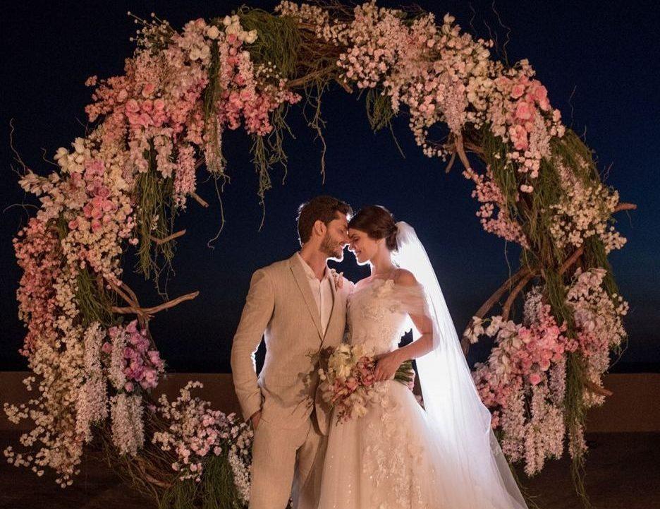 Camila Queiroz e KLeber Toledo se casam na paradisíaca Jeri