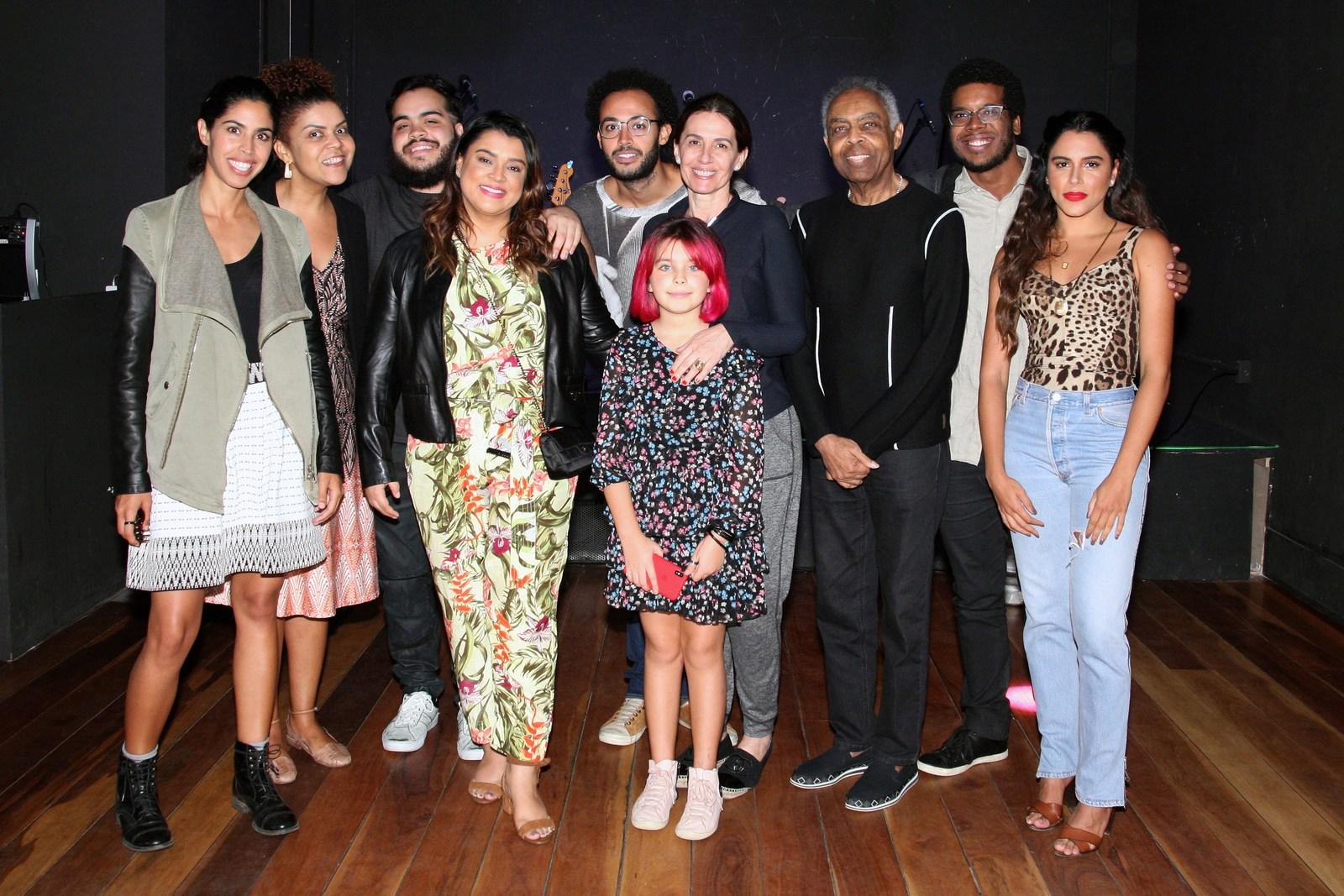 Show de Os Gilsons no Dumont Arte Bar reúne toda a Familia Gil