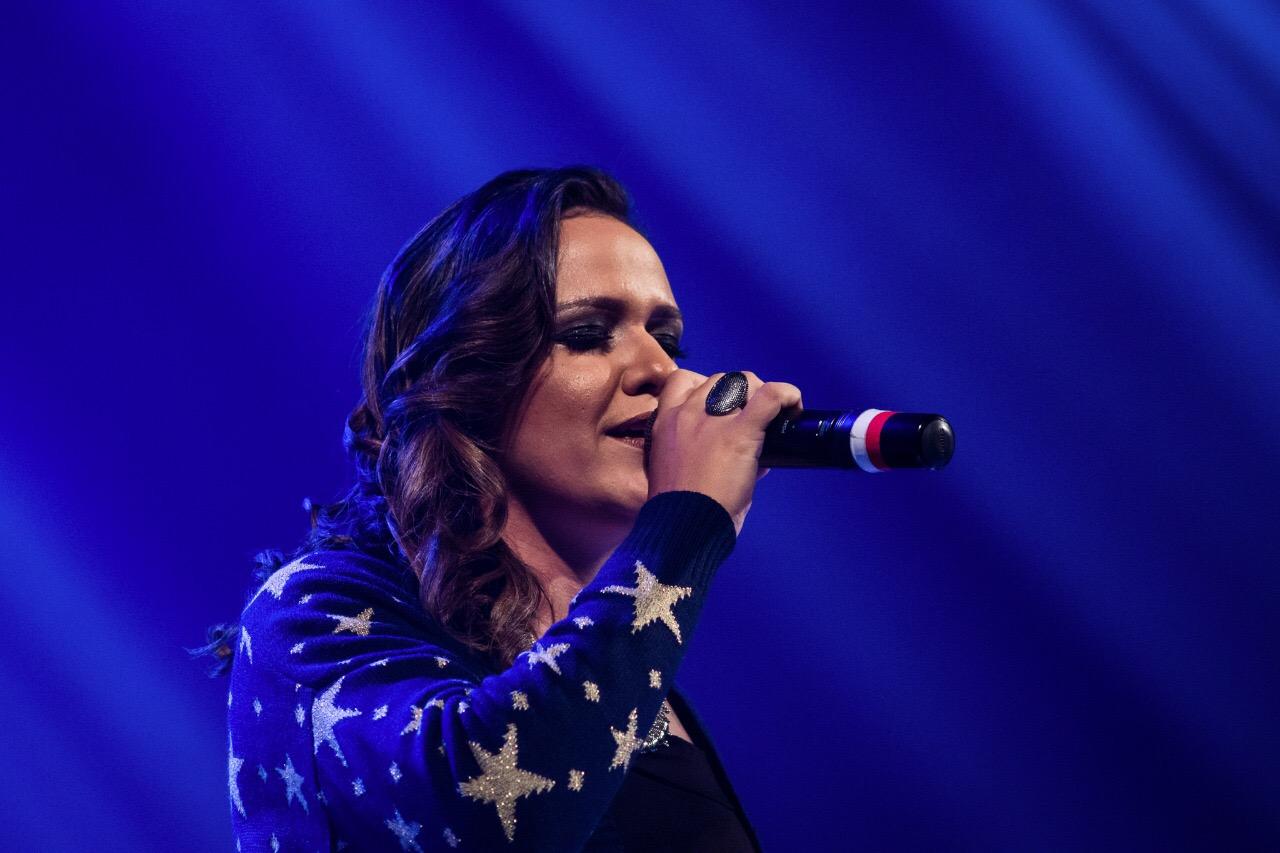 Cantora Julia Dantas faz primeiro show em Fortaleza