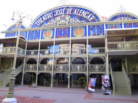 Theatro José de Alencar tem programação gratuita nesta Quarta-feira (17/10)