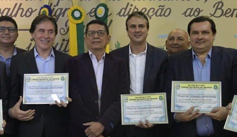 Camilo Santana recebe o Título de Cidadão Crateuense pelos vereadores