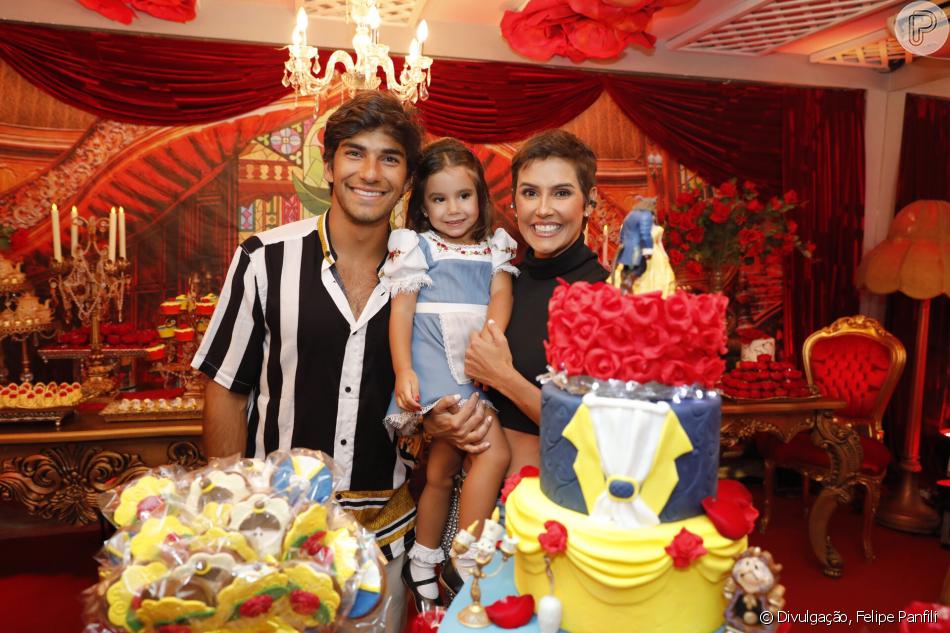 Deborah Secco e Hugo Moura comemoram aniversário de Maria Flor