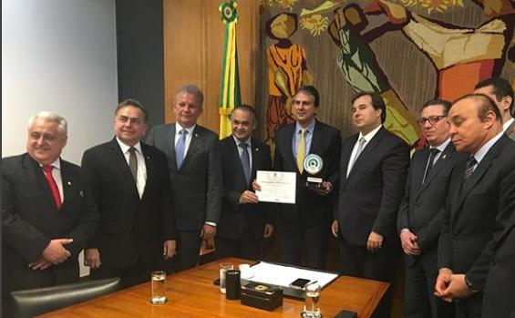 Camilo Santana recebeu Prêmio Transparência e Fiscalização Pública 2018