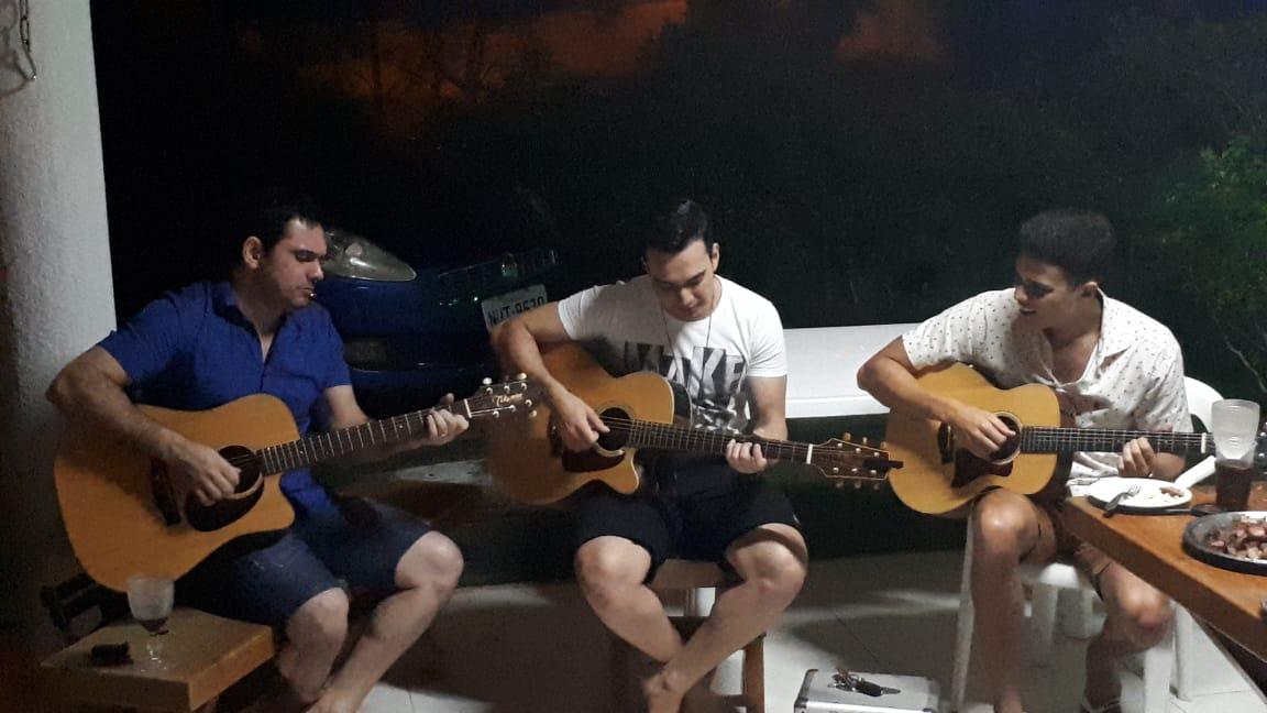 Dupla Luis Marcelo e Gabriel com cantor Marcos Lessa em novo projeto