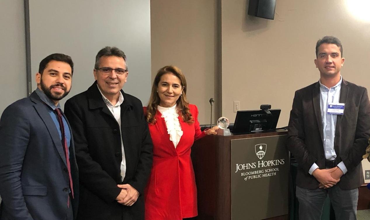 Prefeito Roberto Cláudio é homenageado pela Universidade Johns Hopkins