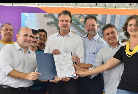 Governador e prefeito participam da assinatura do novo aterro da Beira Mar