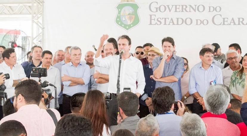 O governador Camilo Santana participou da entrega de posses definitivas para agricultores em Sobral