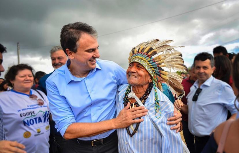 O Governador Camilo Santana foi nesta manhã na Aldeia Rajado