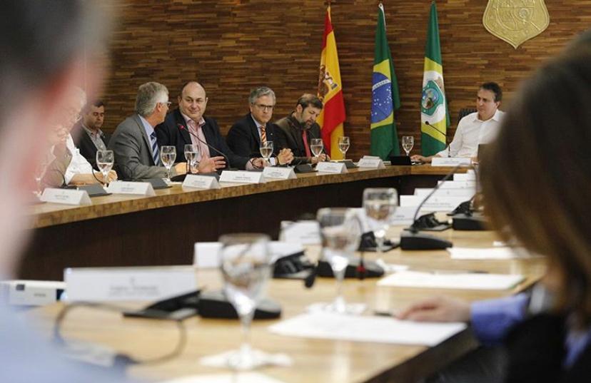 Camilo Santana apresentou o Ceará para uma comitiva formada pelo cônsul-geral da Espanha