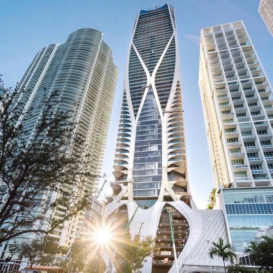 Uma das maiores referencias da arquitetura do último século: Zaha Hadid