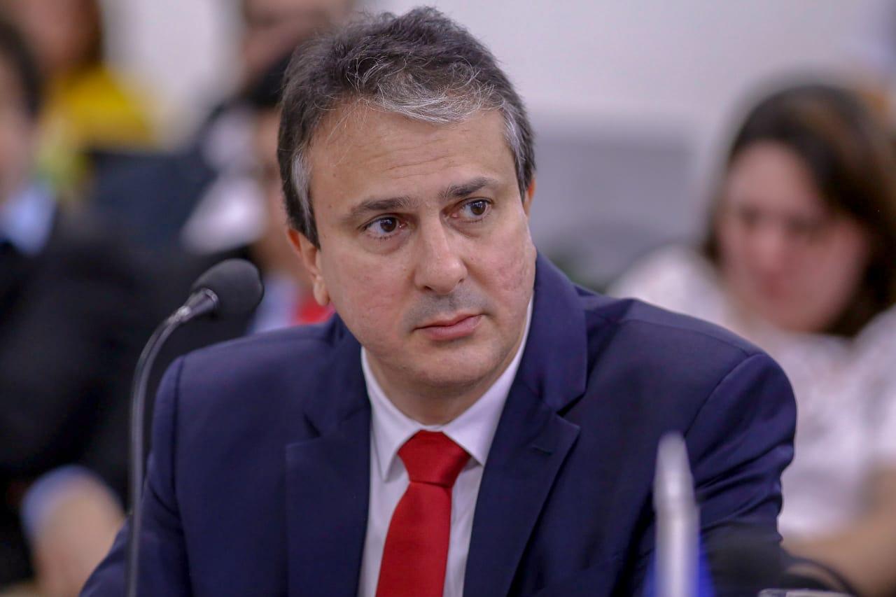 Camilo vai prorrogar decreto de isolamento, mas com retomada gradual das atividades