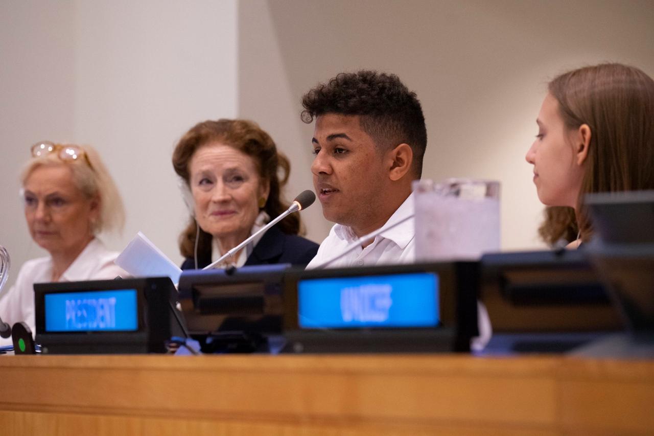 Aluno de escola publica de Aquiraz discursa em reunião do Unicef na ONU