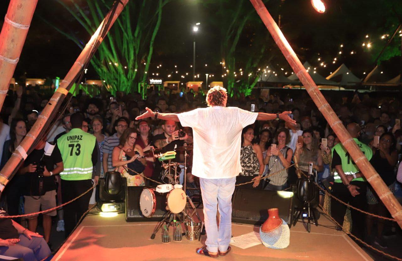 A cantora Mart'nália comemorou aniversário com show aberto ao público