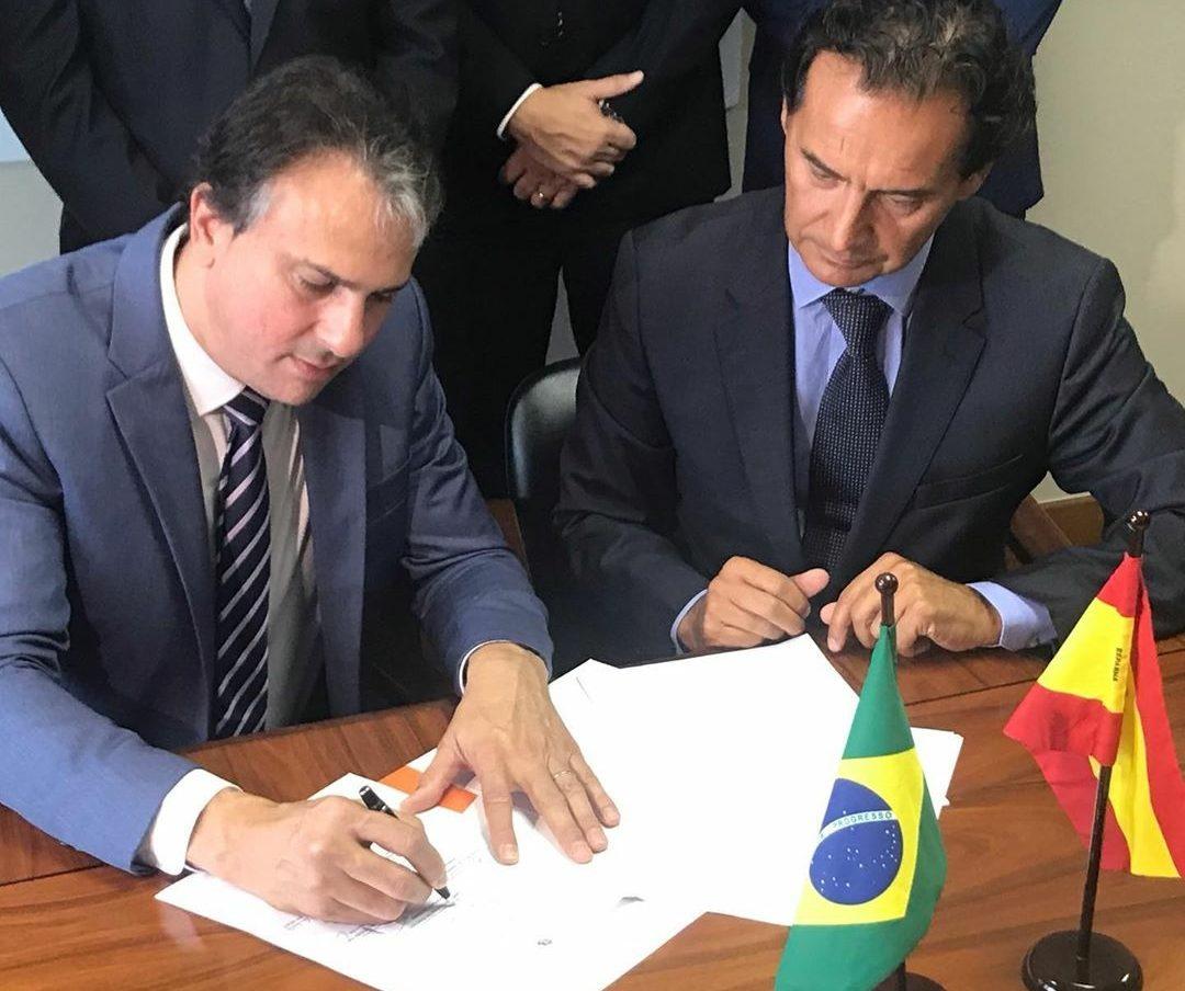 Governador assina acordo para mais duas fábricas no Ceará