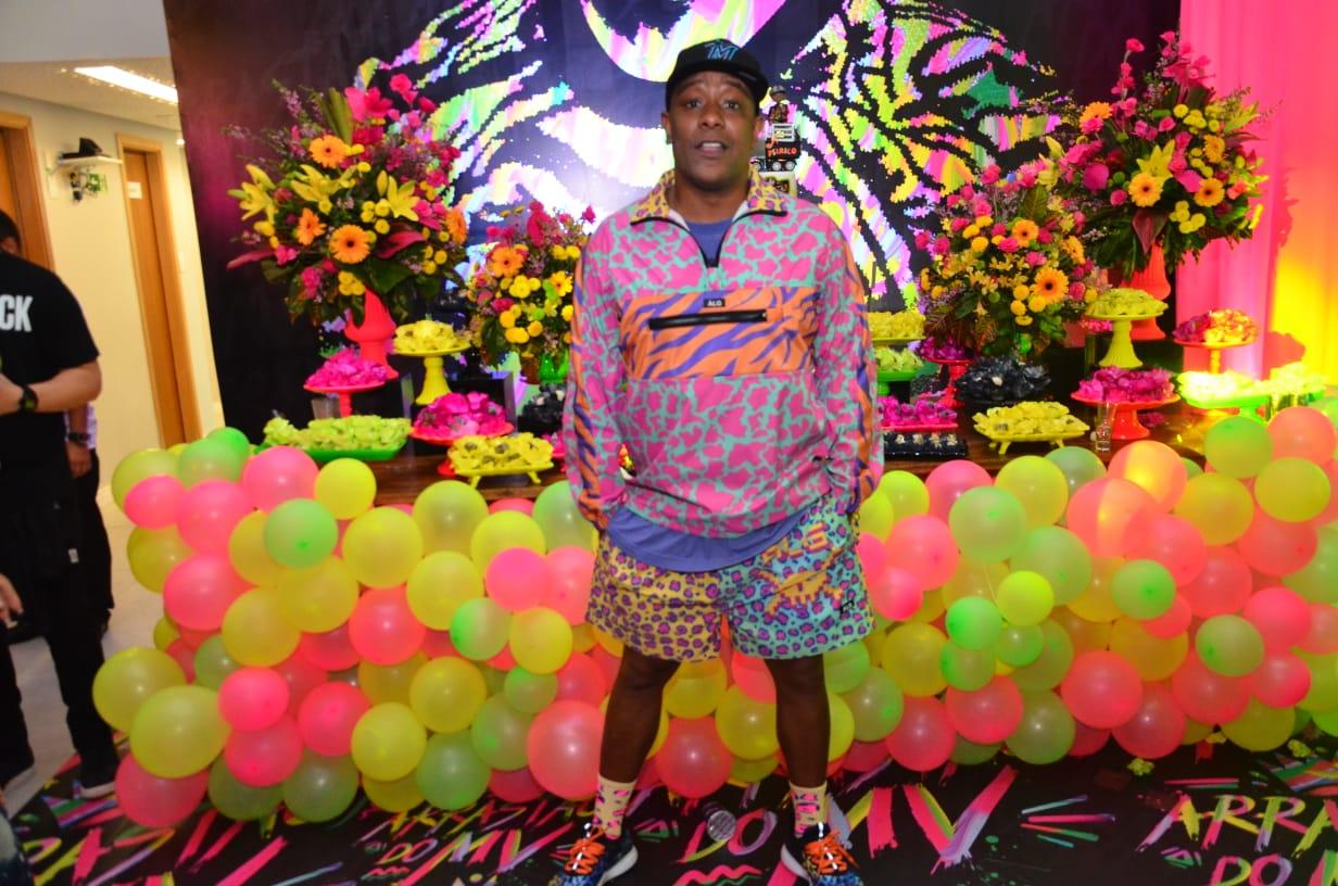Márcio Vitor comemora aniversário com festa temática em Salvador (BA)