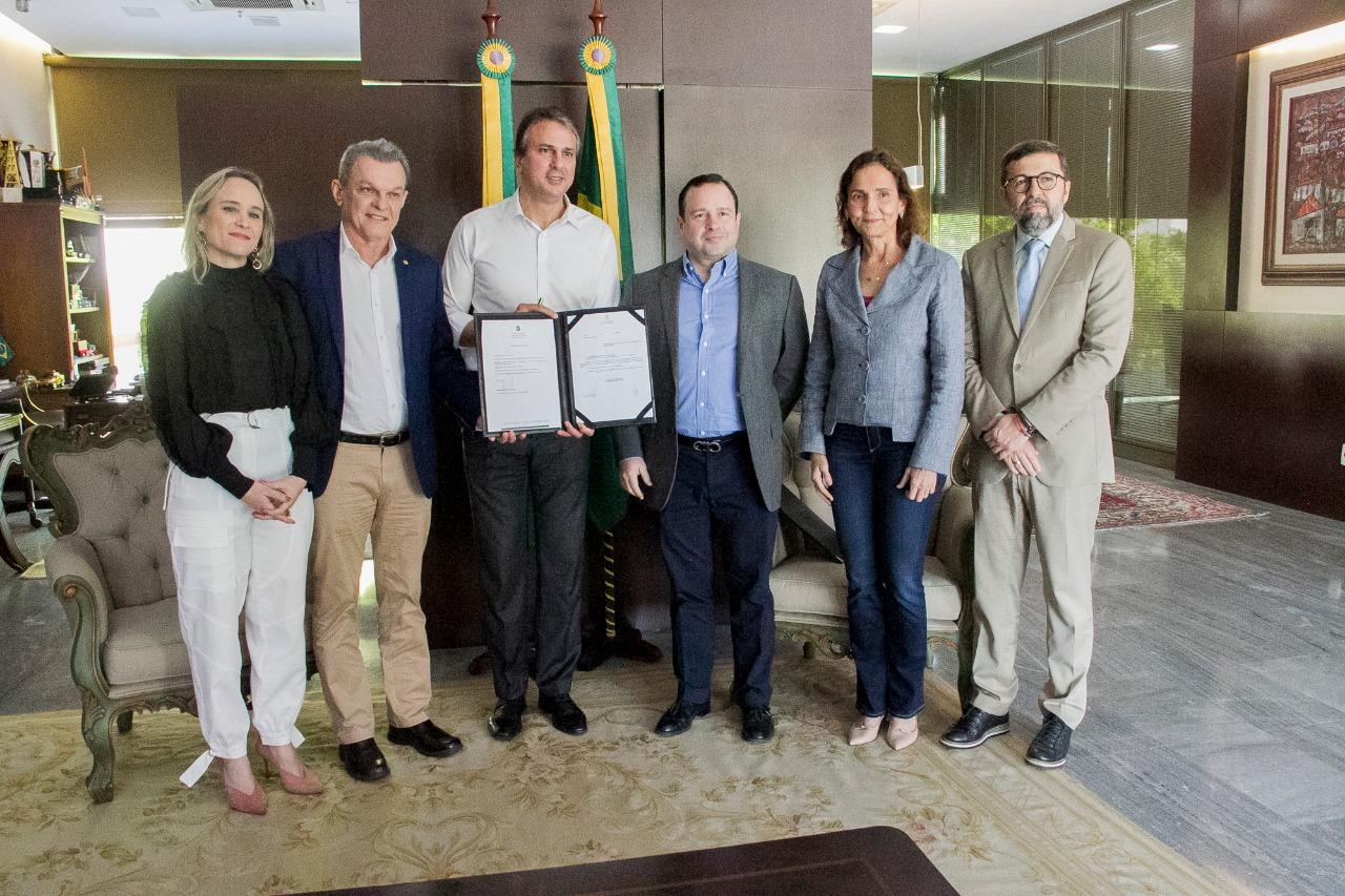 Governador assinou Projeto de Lei parao Inst. Myra Eliane
