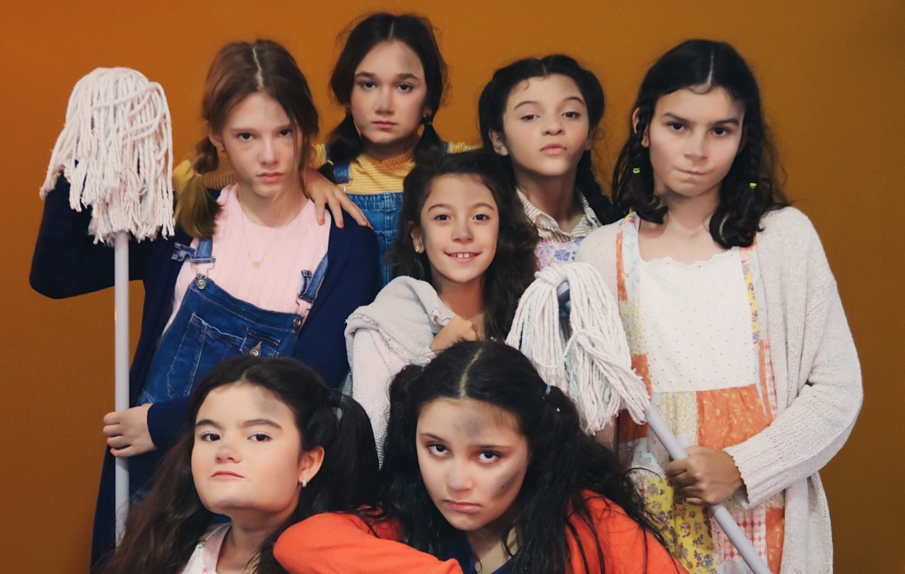 Espetáculo infantil Annie entra em cartaz no Theatro Via Sul