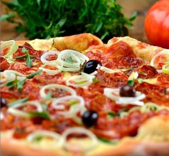 Pizzaria da Vila Azul do Mar tem cardápio à base de ingredientes naturais