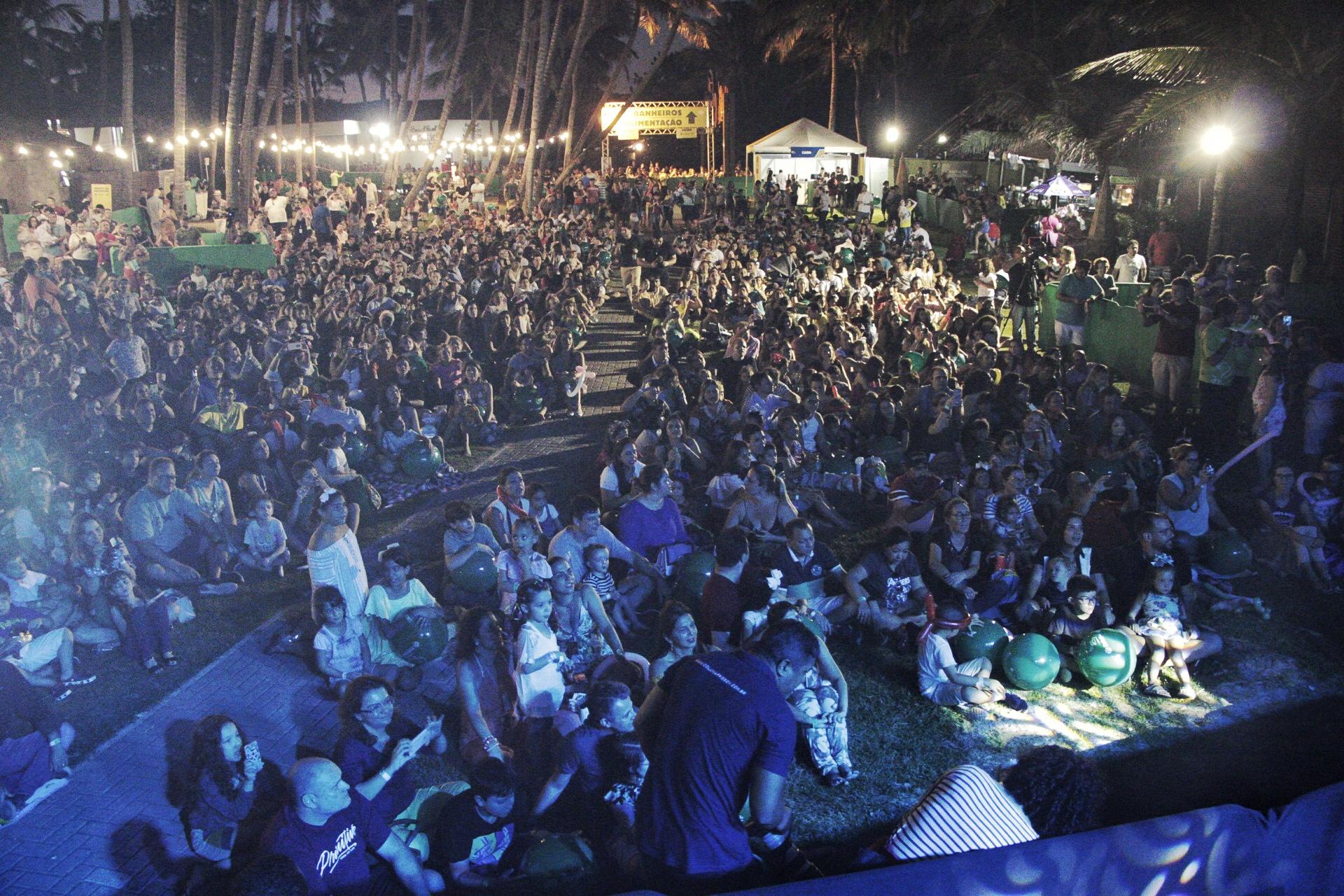 Toquinho levou clássicos da música brasileira em show no Vila Azul do Mar