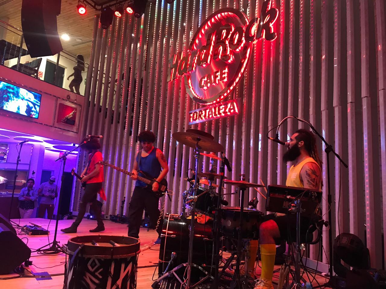 Champion Day: Banda ganhadora faz apresentação especial no palco do Hard Rock Cafe