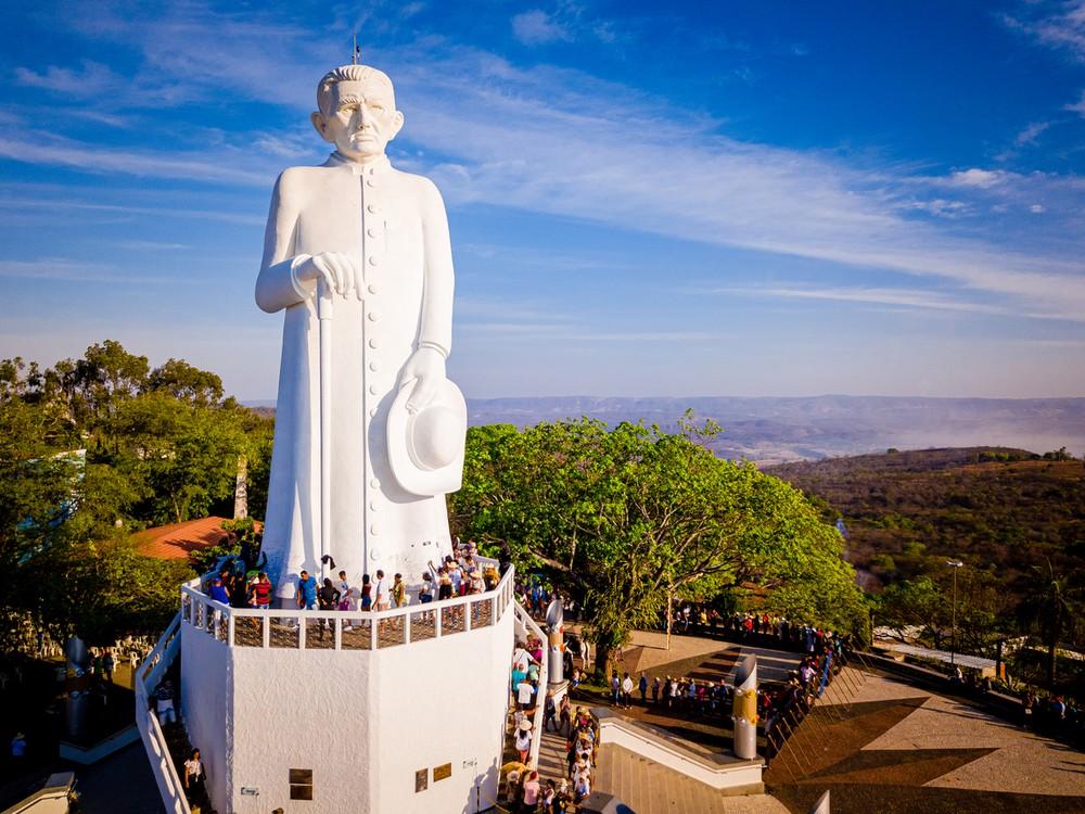 Estátua de Padre Cícero completa 50 anos com direito a festa