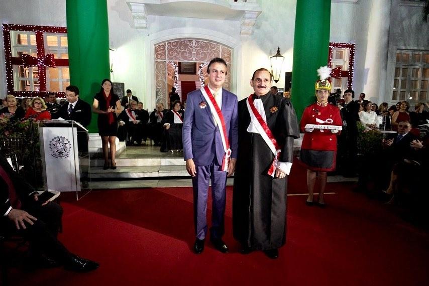 TRT-CE: Governado Camilo Santana é agraciado com o Grau Grã-Cruz