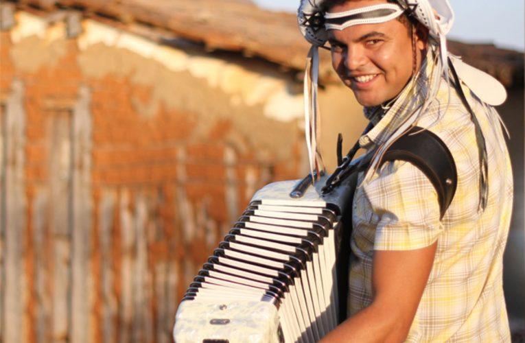 Projeto Pôr do Sol abre a temporada de 2020 com Chambinho do Acordeon