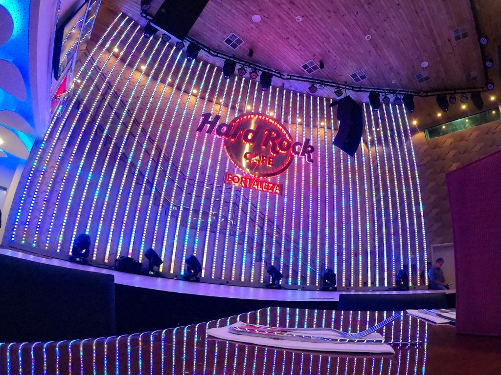 Hard Rock Cafe Fortaleza celebra Halloween com música ao vivo, decoração especial e programação infantil