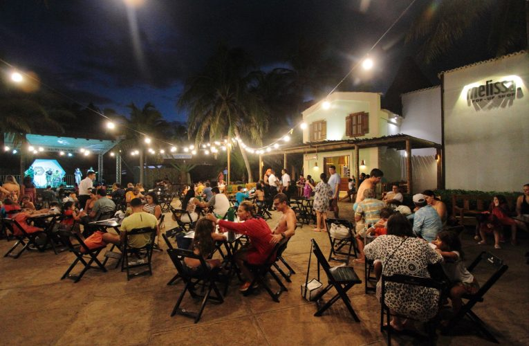 Vila Azul do Mar traz show de Davi Cartaxo no projeto Pôr do Sol 2020