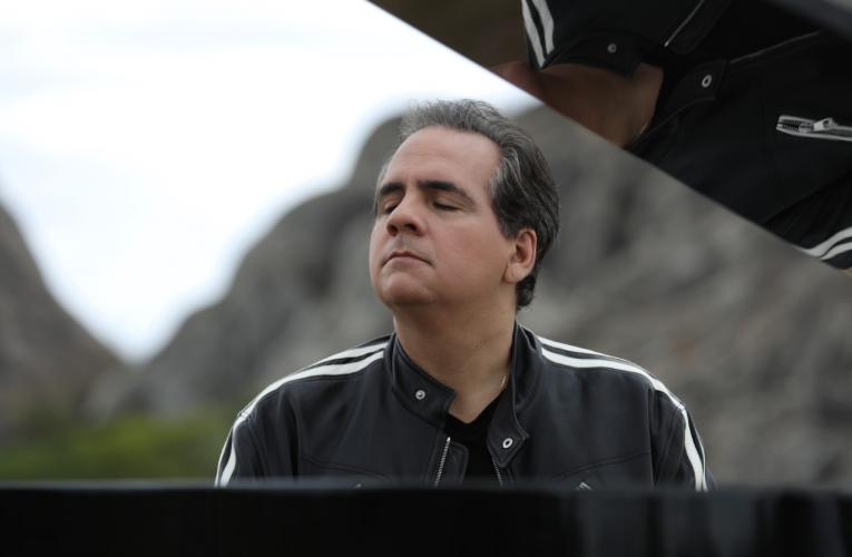 """Maestro João Carlos Martins, Ricardo Bacelar e Lia Veras apresentam concerto """"Orquestrando Emoções"""""""