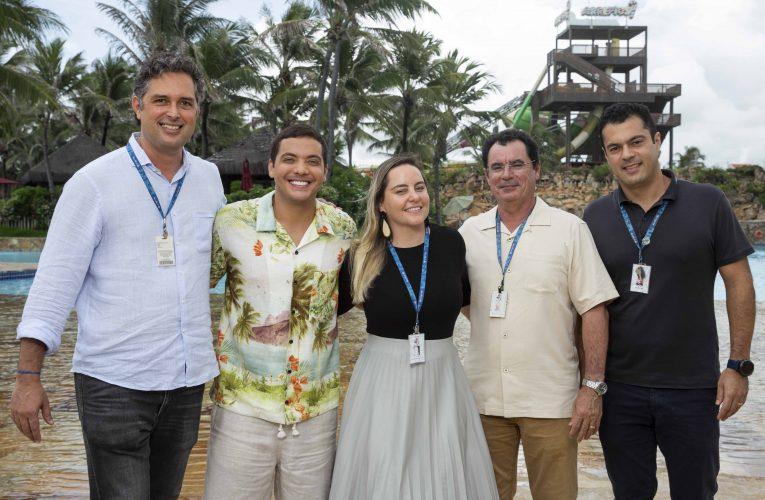 Diretores do Beach Park recebem Wesley Safadão para gravar nova campanha para cearenses