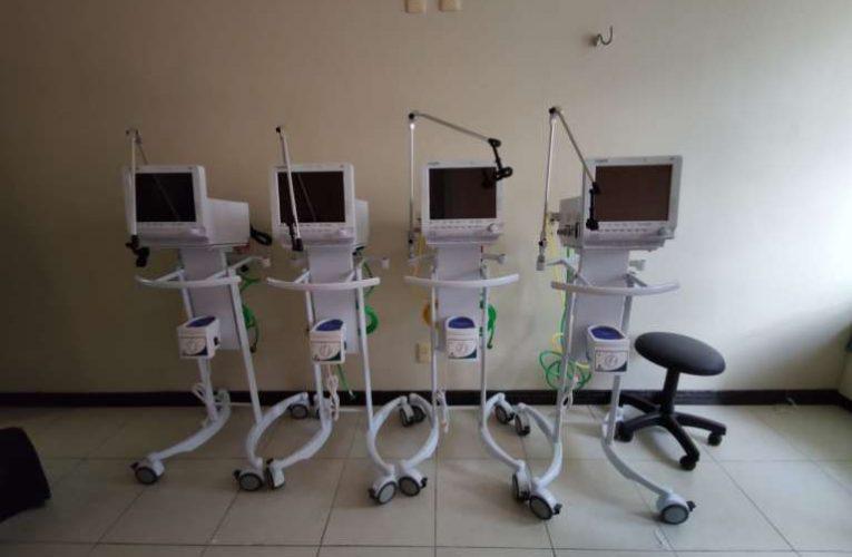 Governo do Ceará recebe máscaras de proteção e ventiladores pulmonares doados pela Fiec