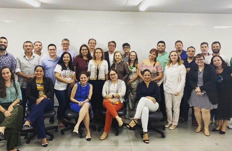 O secretário do turismo, Arialdo Pinho, esteve na UECE para uma conversa sobre o momento atual do turismo do Ceará