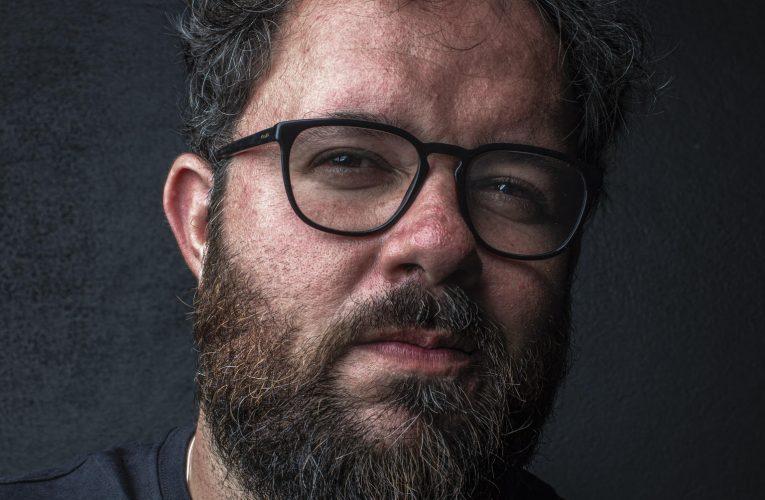 Cineasta pernambucano Juliano Dornelles ministra oficina de dramaturgia e roteiro em Fortaleza