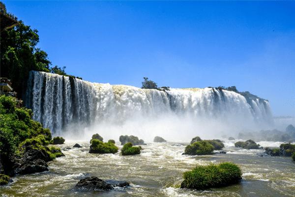 Atrações turísticas começam a reabrir no Brasil e no mundo