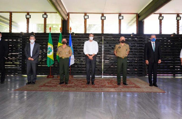 Camilo Santana se reune com o novo comandante da 10ª Região Militar