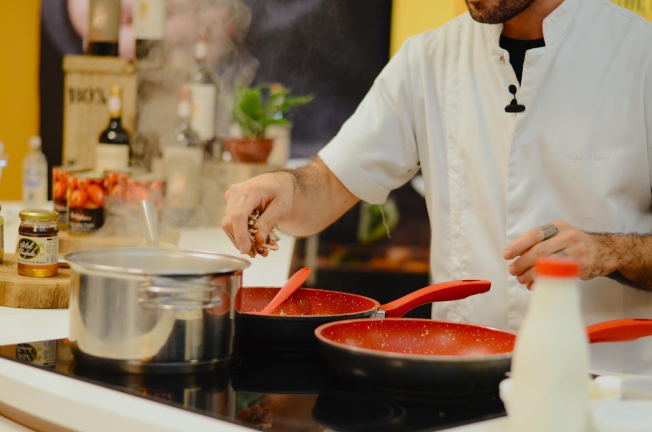 Festival Costume Gourmet at Home movimentou a programação de lives com informação e boa gastronomia