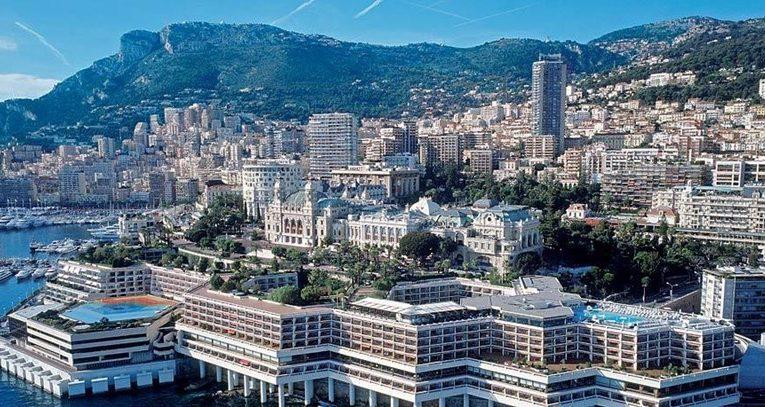 O hotel Fairmont Monte Carlo é um navio formidável ancorado no coração de um dos destinos mais exclusivos do mundo.