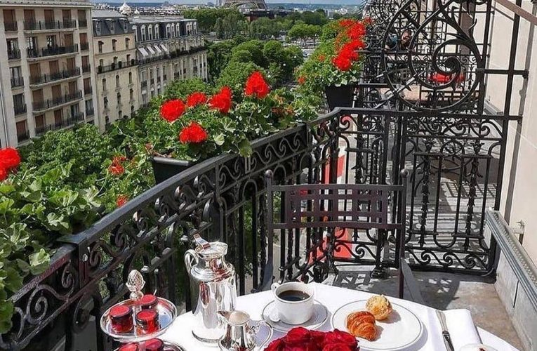 Notícia maravilhosa – François Delahaye anuncia data de reabertura do Hotel Plaza Athénée de Paris.