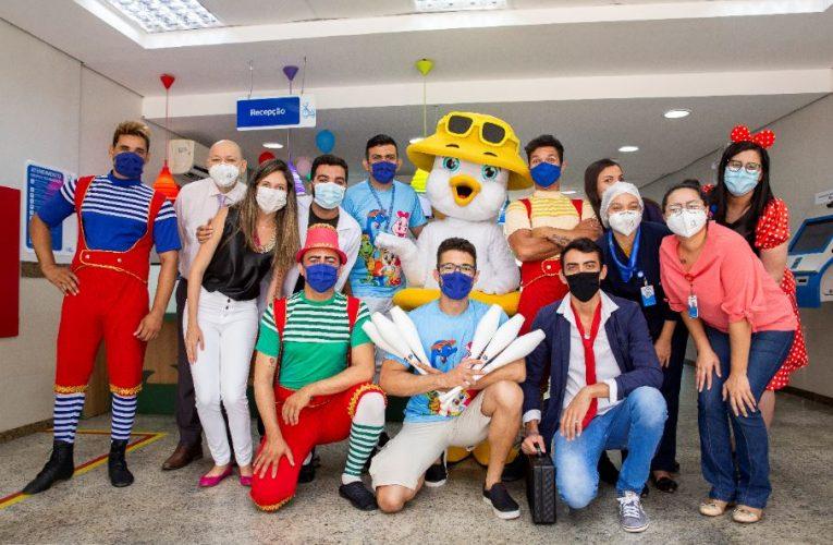 Turma do Beach Park anima crianças no Hospital Infantil Luís França
