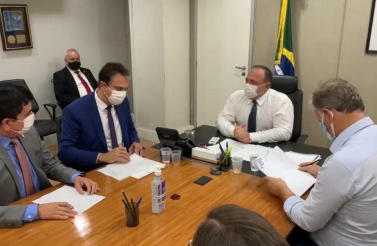 Vacinação no Brasil começa dia 15 de janeiro, diz Camilo Santana após reunião com Pazuello