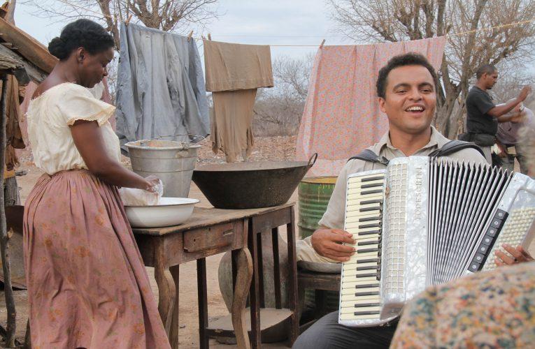 'Projeta Rocinha' leva cinema, música e campanha de saúde para a favela