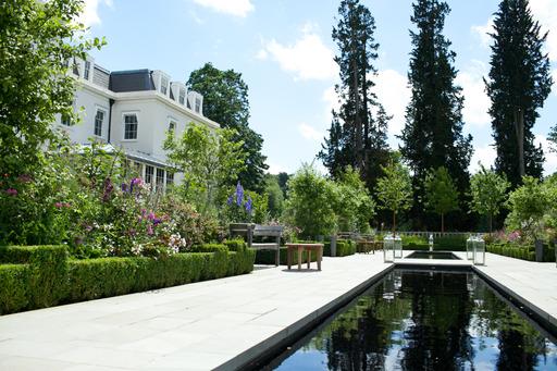 O Hotel Coworth Park reabre para refeições ao ar livre e com mais novidades