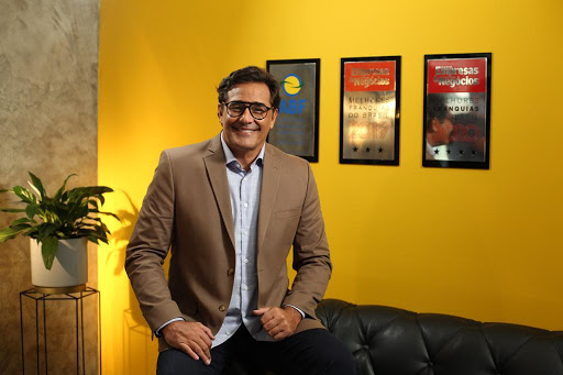Doutor Sofá faz campanha com Luciano Szafir