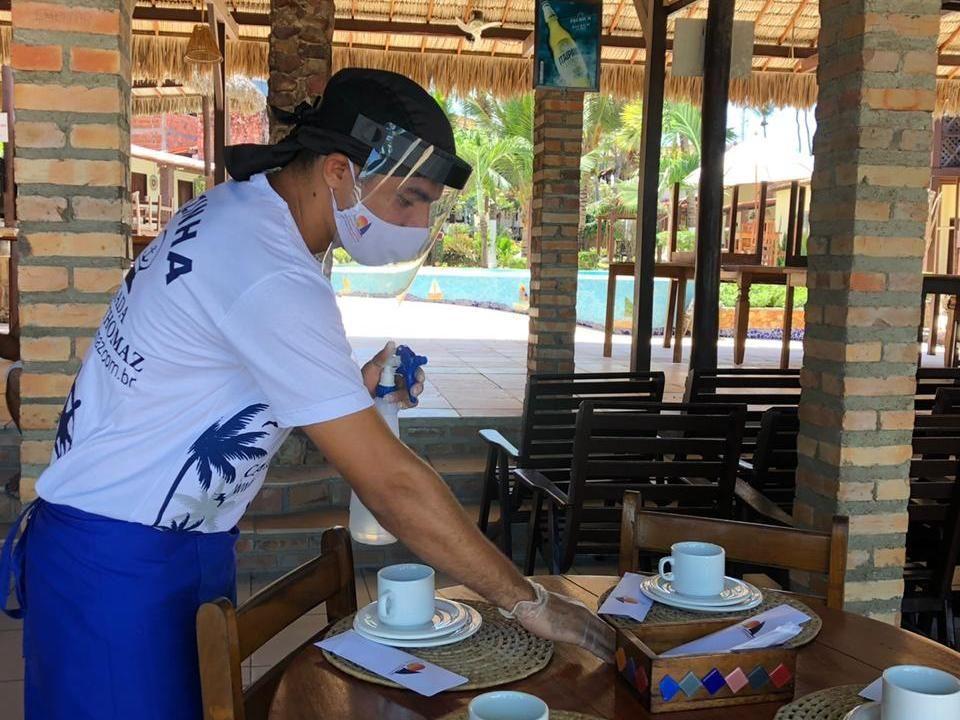 Horário de funcionamento de restaurantes é ampliando em uma hora e mesas poderão ter até oito pessoas, no Ceará