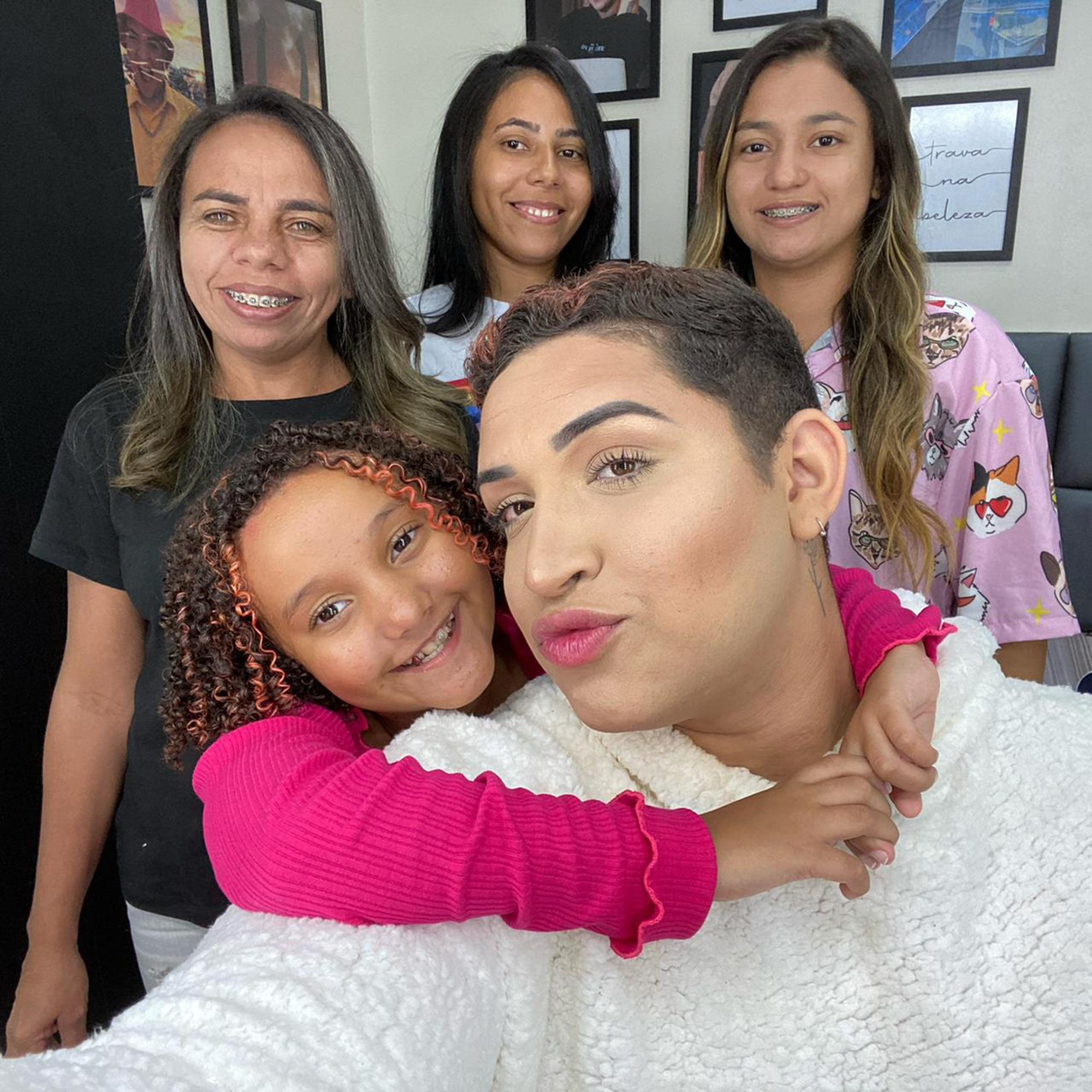 Família do influencer Yarley é formada por três filhos adotivos; conheça a história