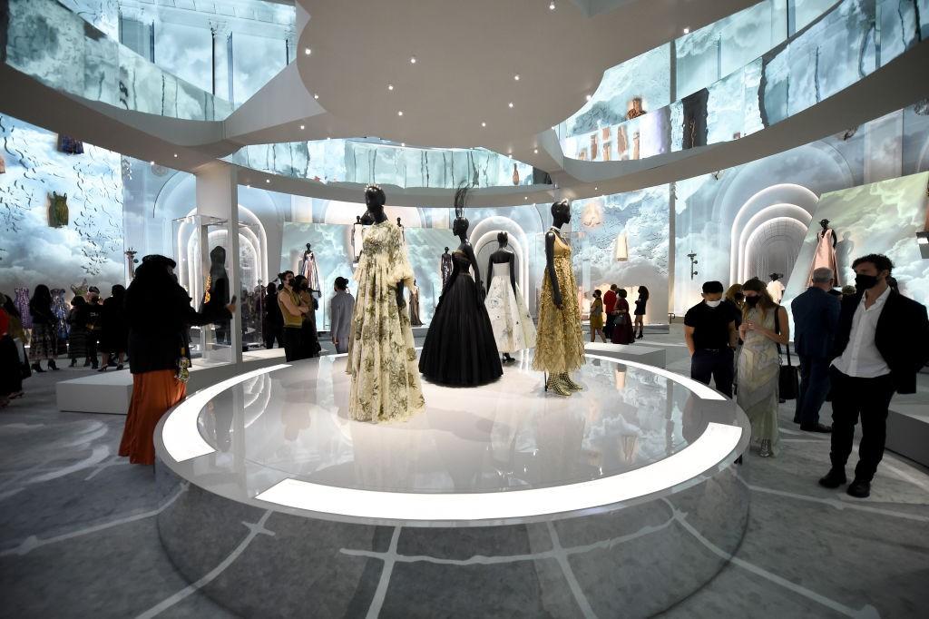Exposição em NY conta a história da Dior.