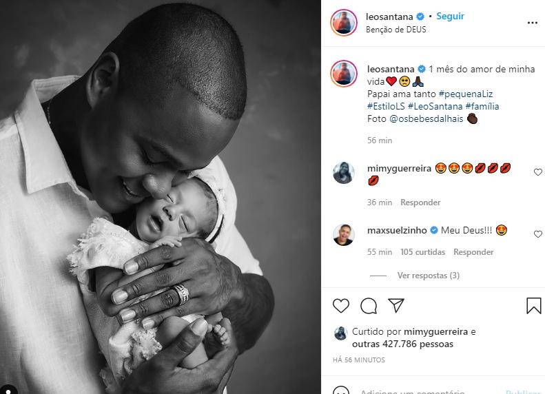 Léo Santana surge coladinho com a filha Liz e celebra o primeiro mês da herdeira